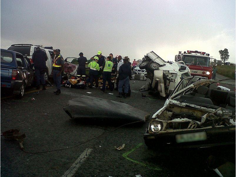Three die in R59 six vehicle pile-up