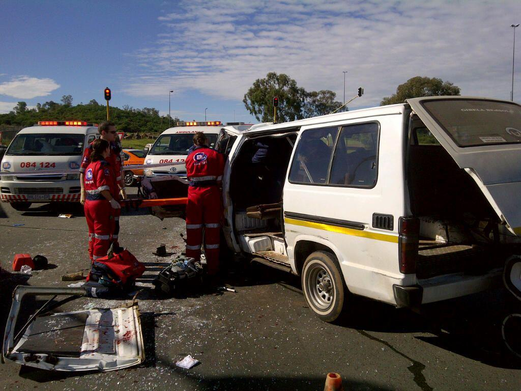 Fifteen Injured In Taxi Accident On The Golden Highway
