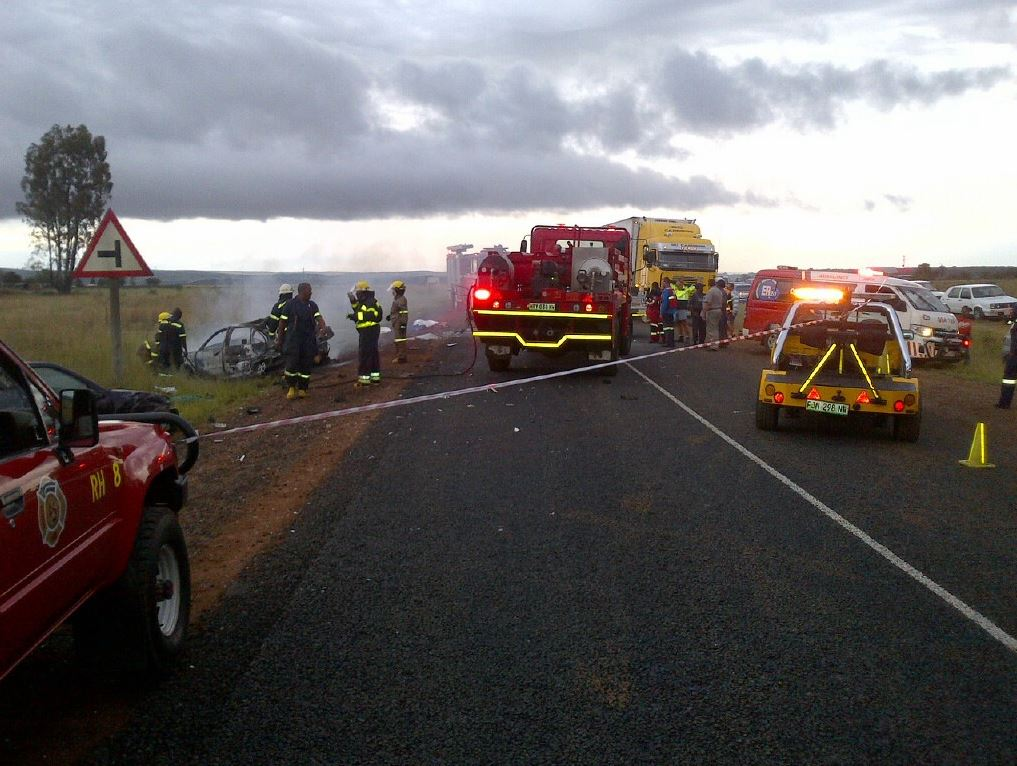 Three vehicles collide outside Potchefstroom; one dead, six injured