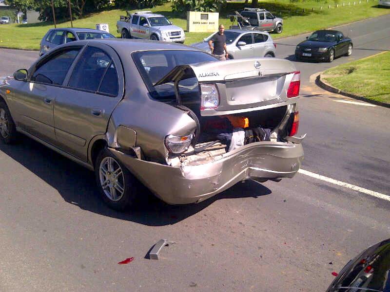 3 Injured In Riverside Road Collision