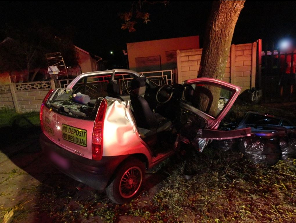 Woman Crashes Into Tree In Johannesburg East during early morning