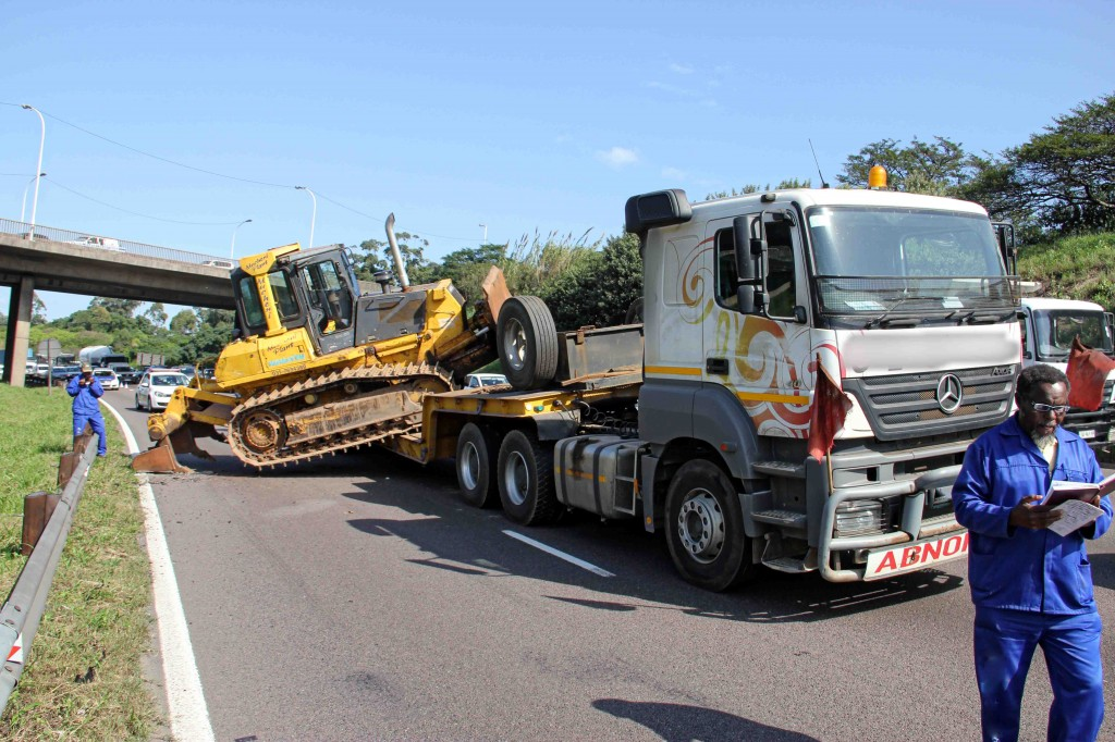 Truck accident on M2 North leaves highway obstructed