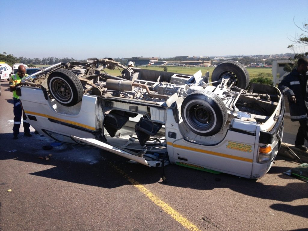 Taxi accident leaves 16 injured