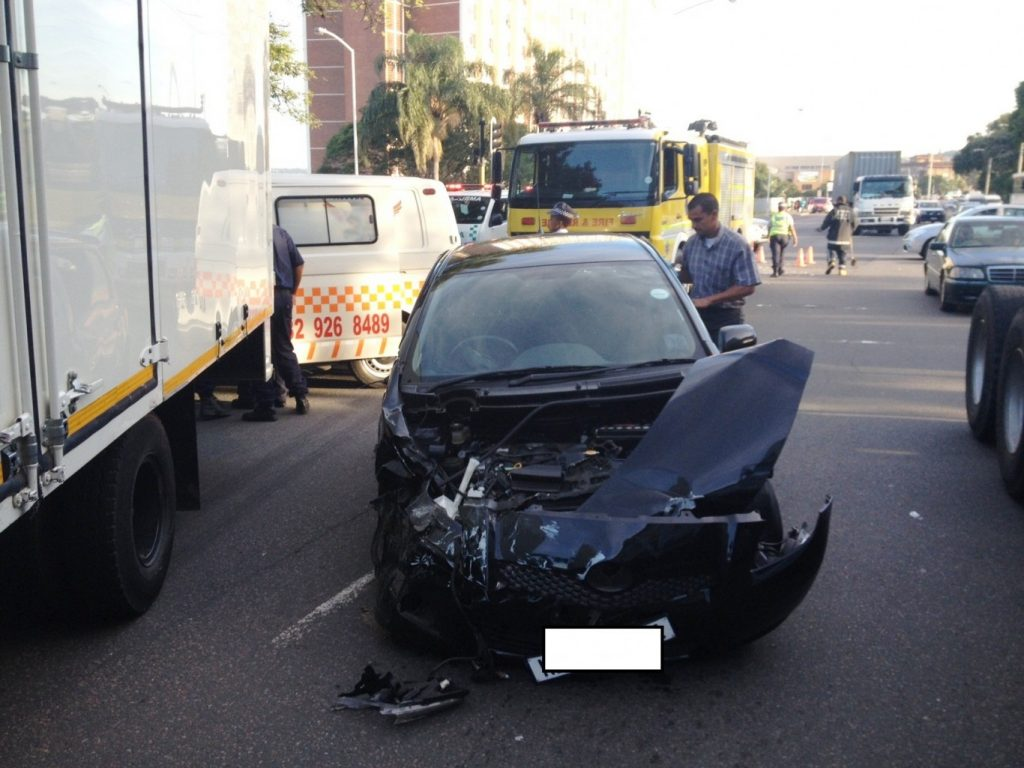 Three car collision leaves two injured at Umbilo intersection