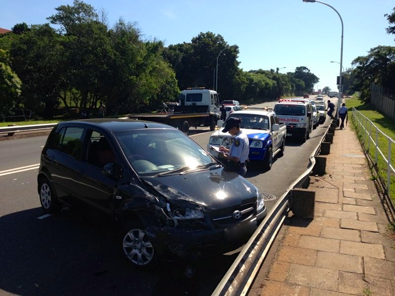 2 People injured in Athlone bridge collision