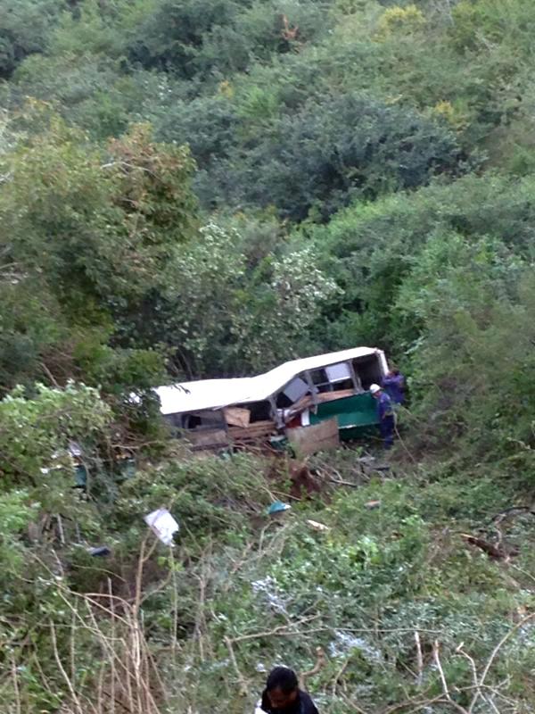Durban bus accident leaves thirteen injured