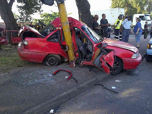 Early morning collision leaves 5 injured on the corner of Umbilo Road and Hillier Road
