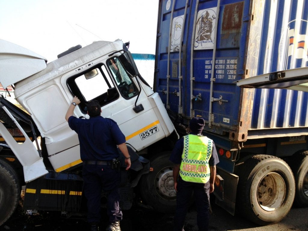 Collision leaves 1 injured road closed on the offramp to Umgeni Road
