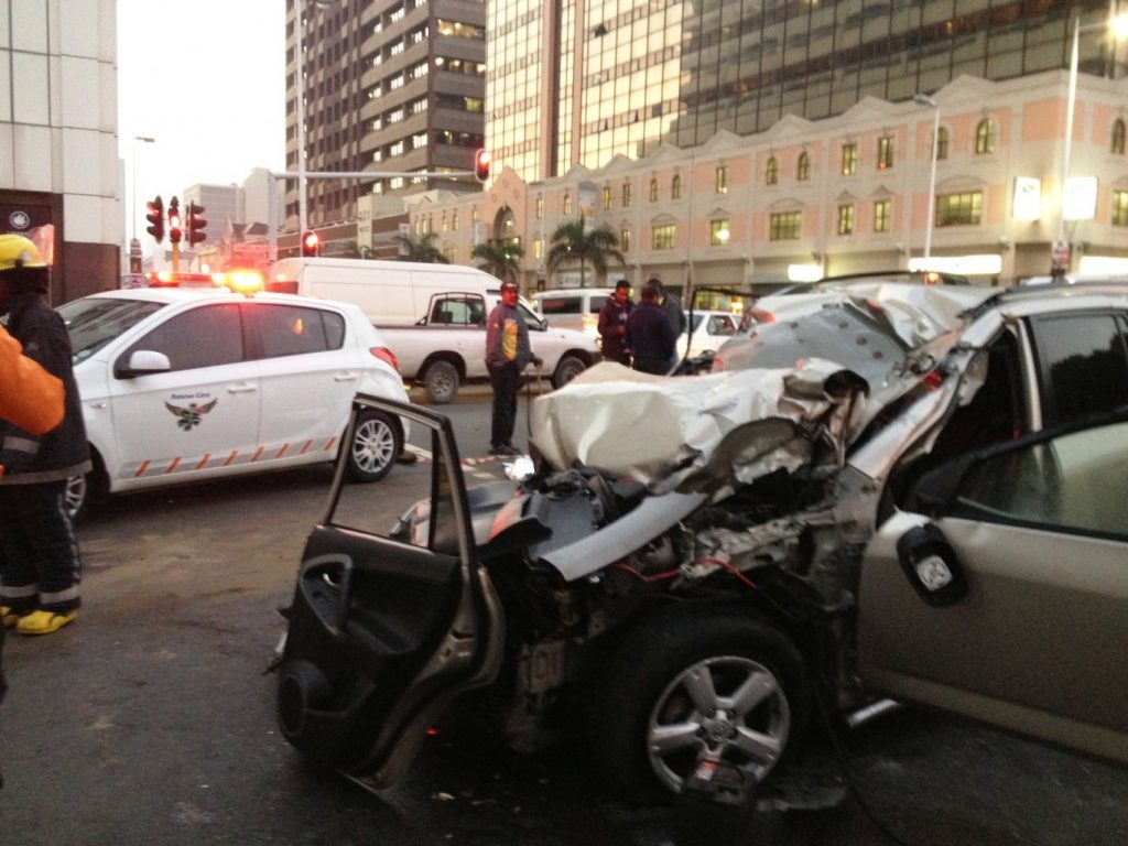 Early morning accident leaves 1 dead and 1 injured