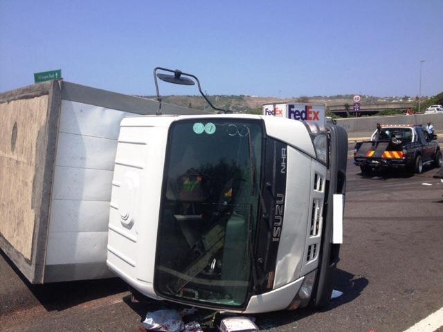 Crash just before Umgeni Road leaves 6 injured