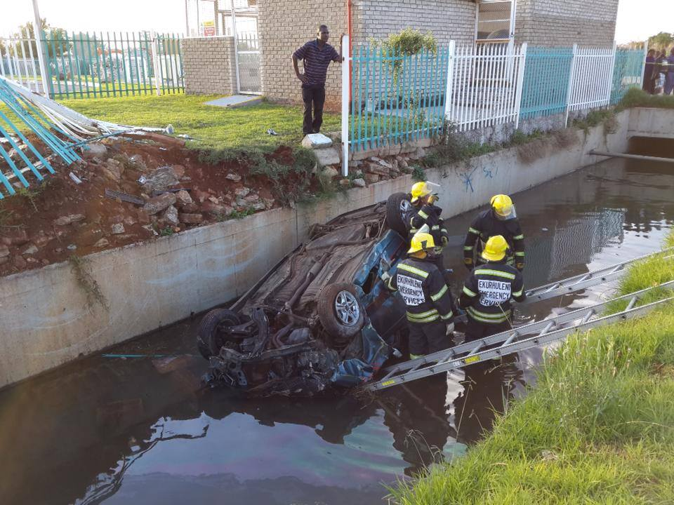 One dead and another injured after vehicle crashed through fence into canal in Boksburg
