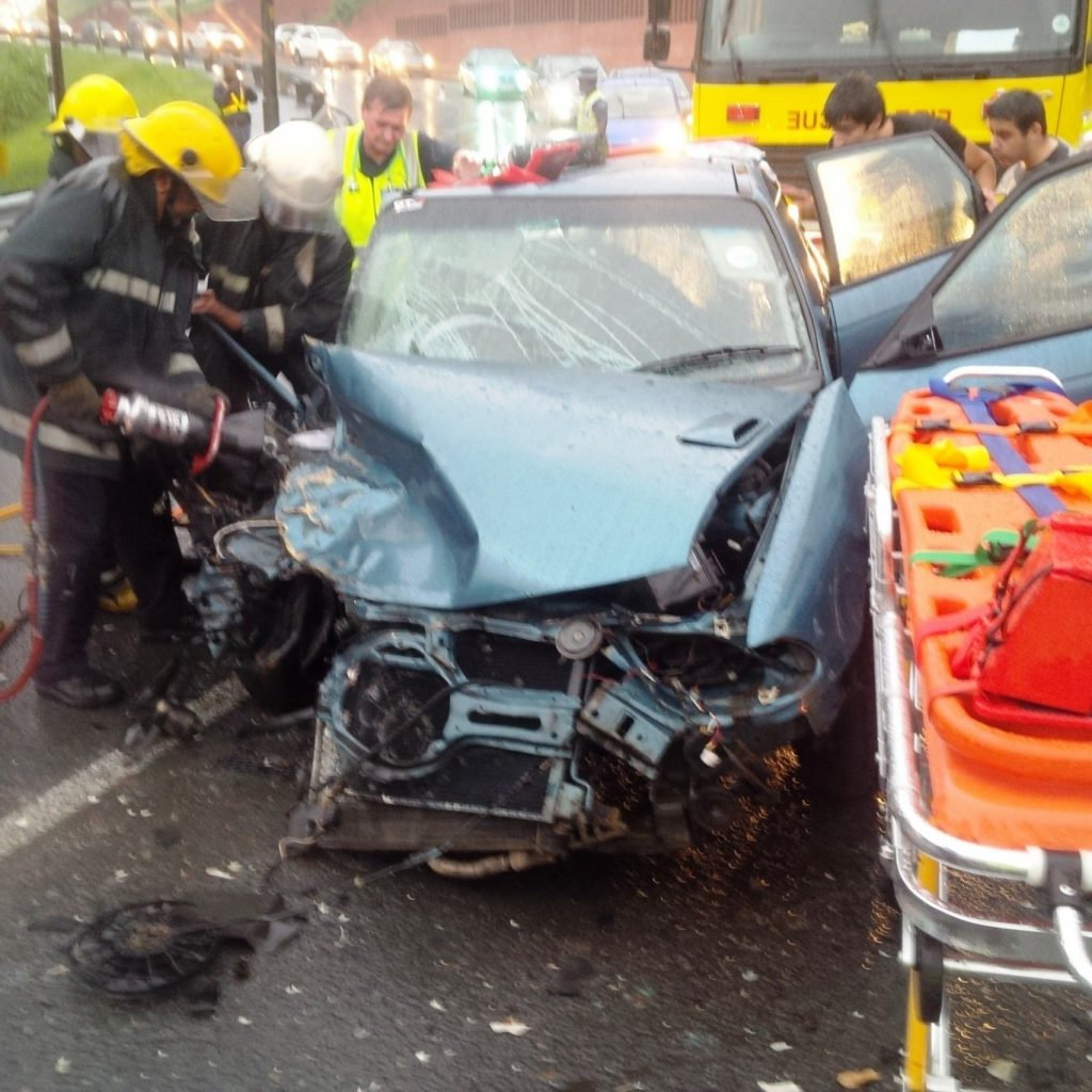 3 car collision leaves 3 injured