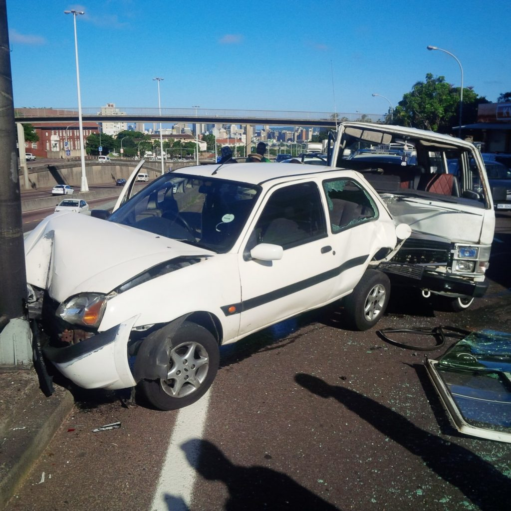 2 separate taxi accidents leave 32 injured Durban