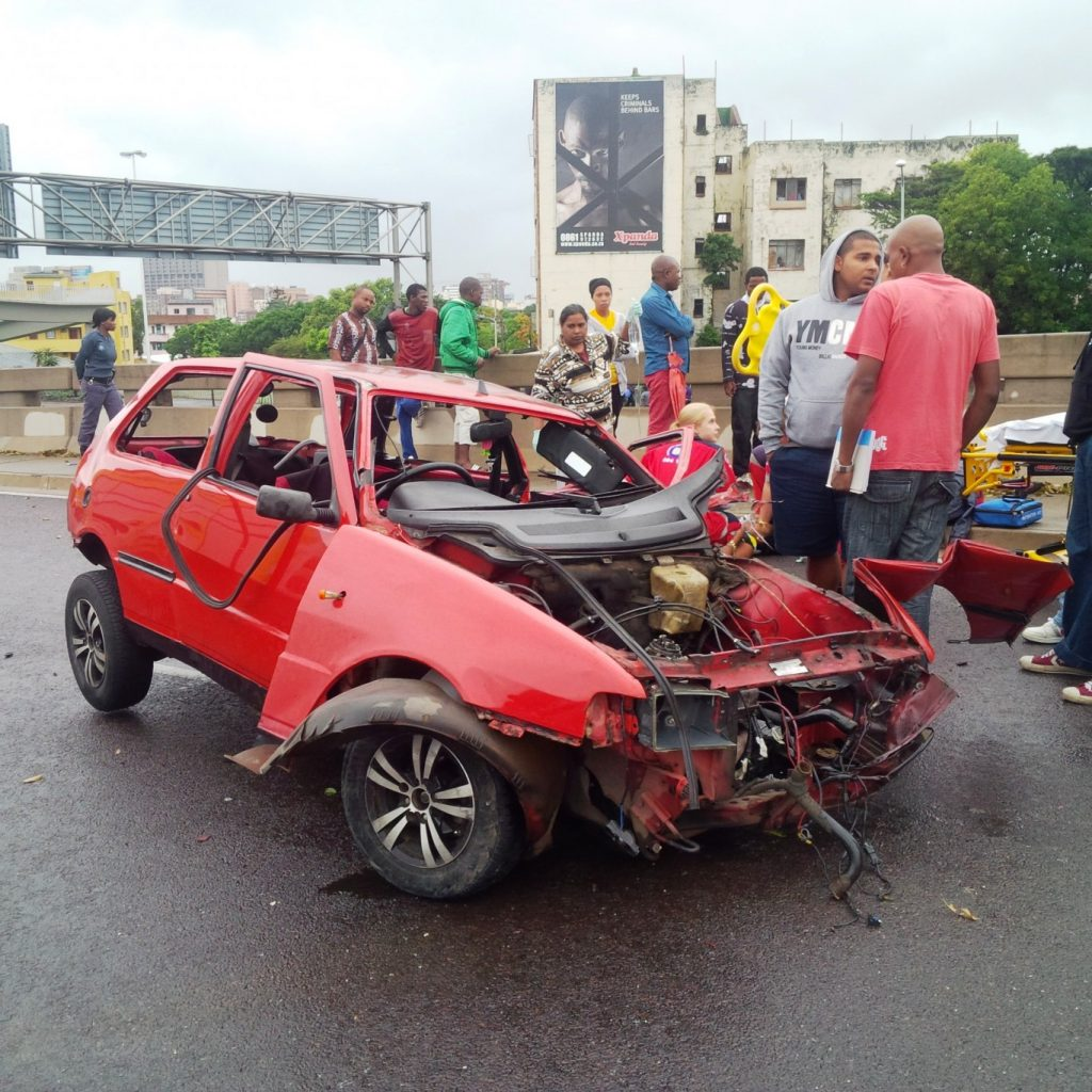 Crash on the N3 Durban bound near the Warwick Avenue offramp leaves one dead and another seriously injured