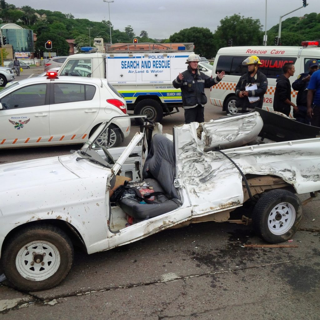 T-Bone collision leaves 1 serious and 1 critical at the corner of Alpine Road and Umgeni Road