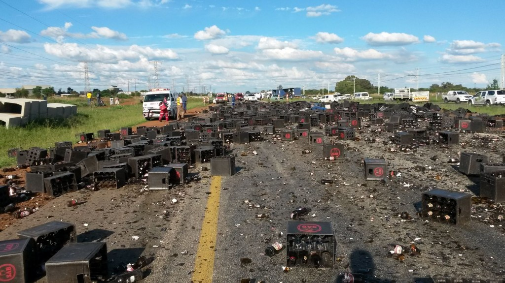 Debris from truck losing its load injures cyclists on N12 near Potchefstroom
