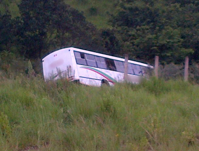 Photo after bus went down embankment injuring 25 in the Awatikwe area of Inanda, close to Durban