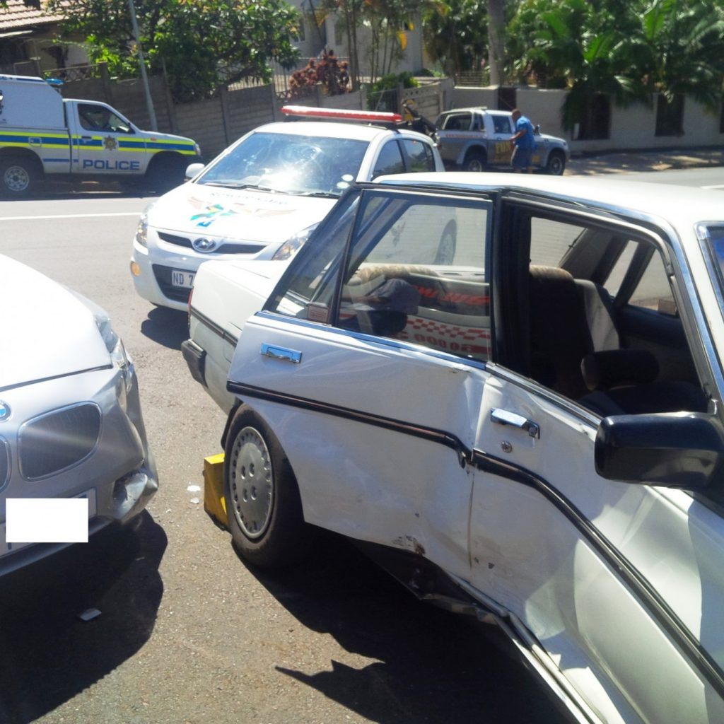3 hurt in collision at intersection in Morningside in Durban