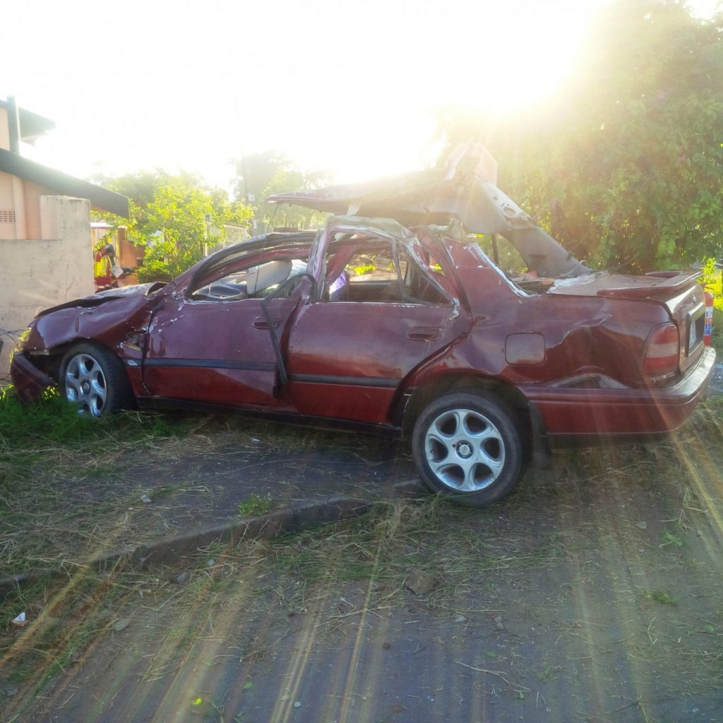 Early morning crash into light pole leaves 5 injured, 2 seriously Durban