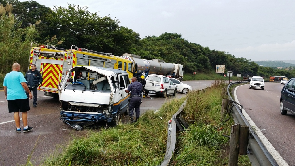 Photo from scene of taxi rollover leaving 15 scholars injured in KZN