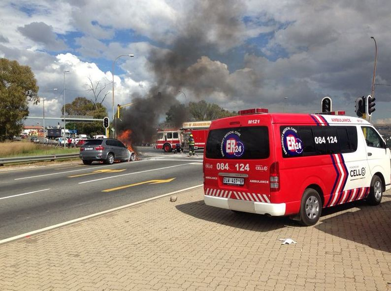 Vehicle catches fire on N1, Maraisburg
