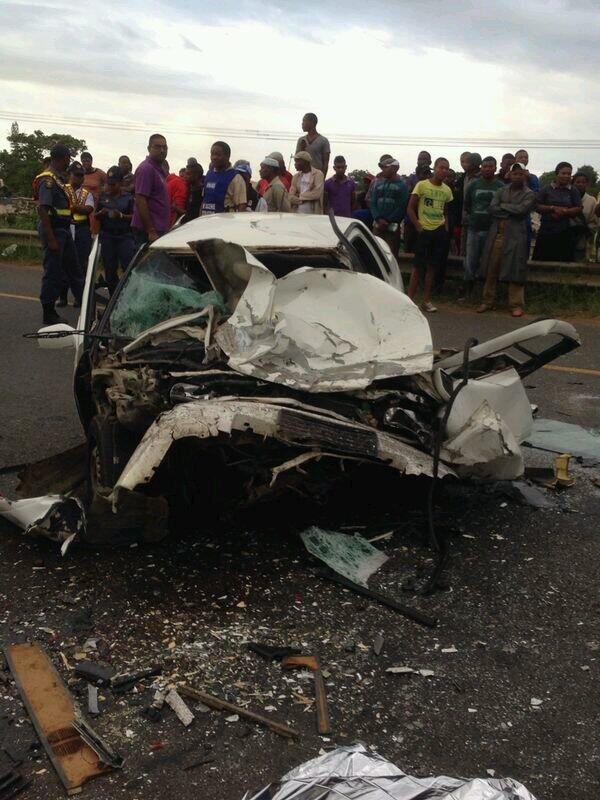 Head-On collision on the R459 in Isithebe on the Natal North coast kills three and injures four
