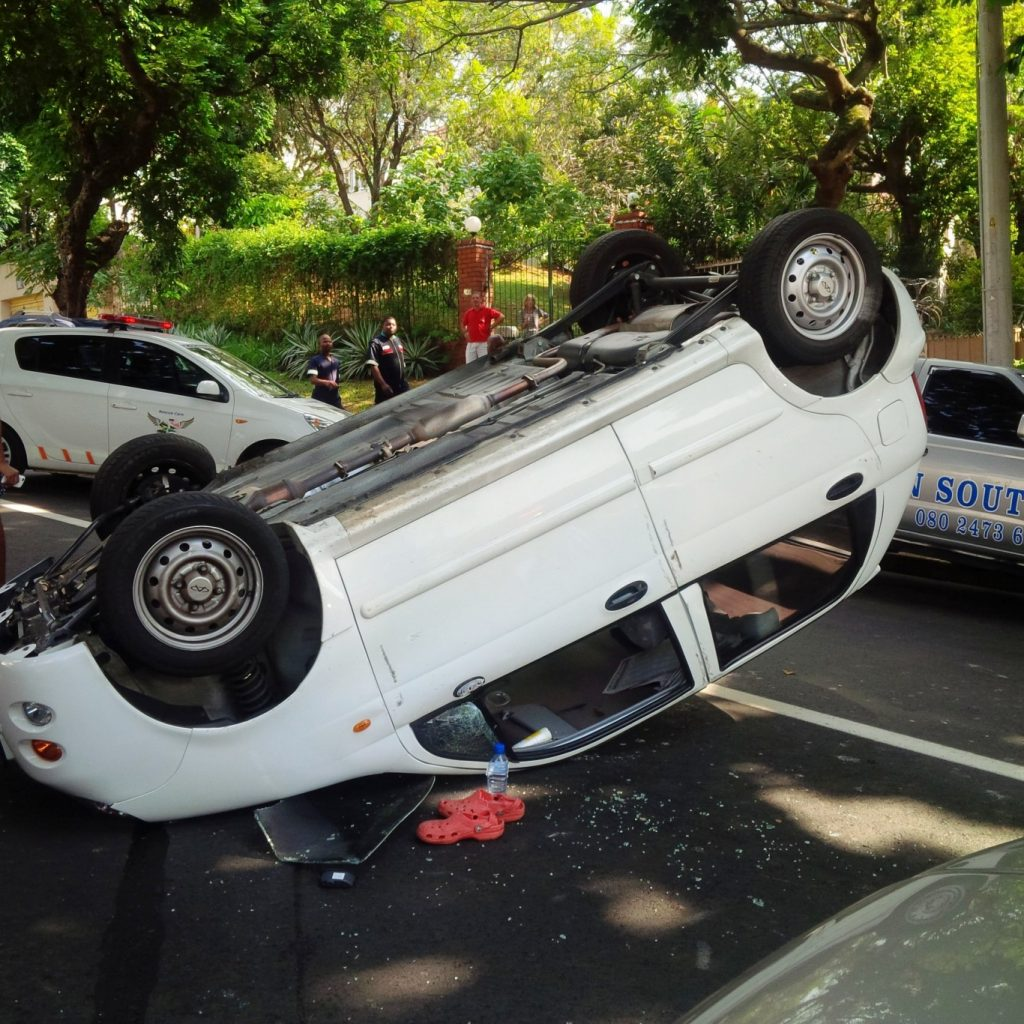 Vehicle overturns leaving 2 injured on Cato road in Durban