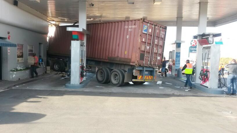 Truck causes havoc in Alberton as it drives straight into petrol station [Photos]
