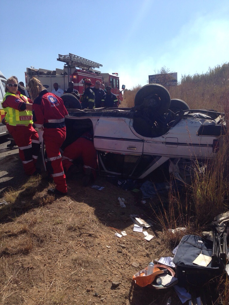 One killed, one critical after vehicle rollover on R512, Johannesburg