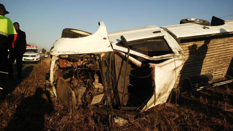 R61 vehicle rollover leaves one seriously injured in Eastern Cape