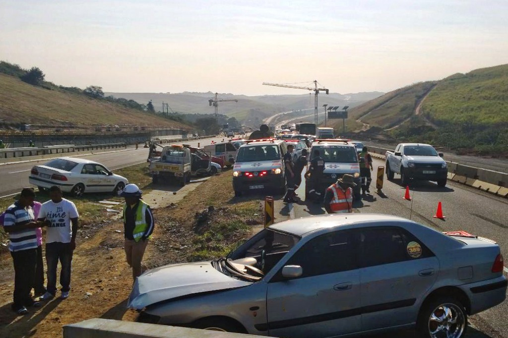 N2 Umdloti crash into concrete barriers leaves one man dead