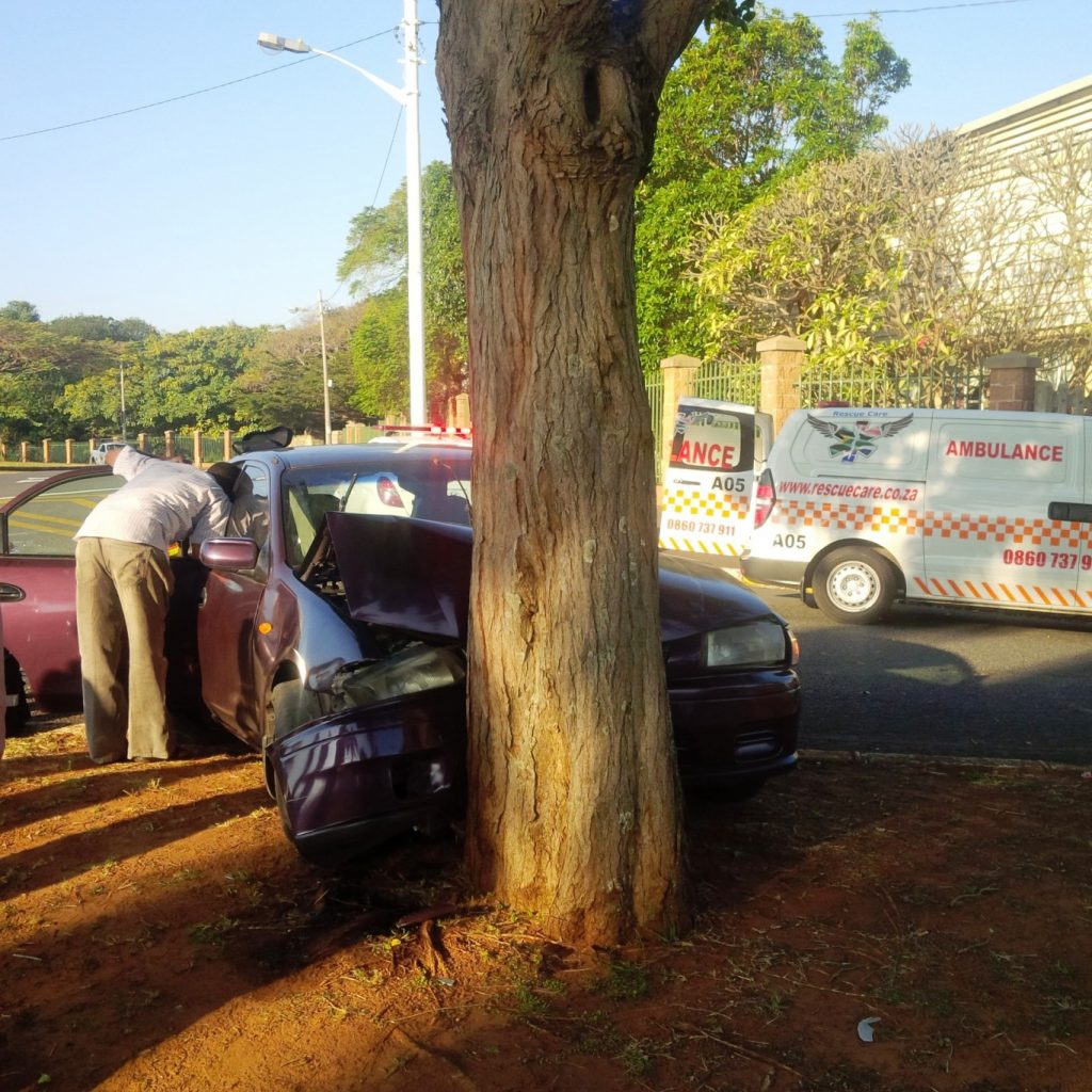 Driver injured after vehicle hits tree in Durban