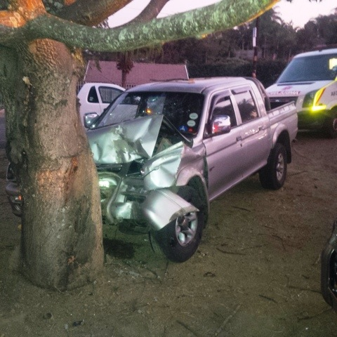 Four injured in crash into tree on the offramp to Westwood Mall off the M13