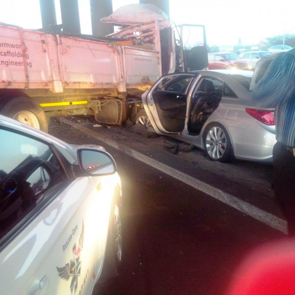 2 Killed in crash at the Nandi Drive bridge in Durban