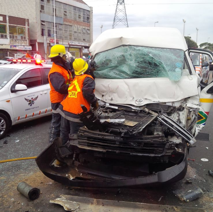 3 Injured in morning taxi crash before the N2 near Umlazi