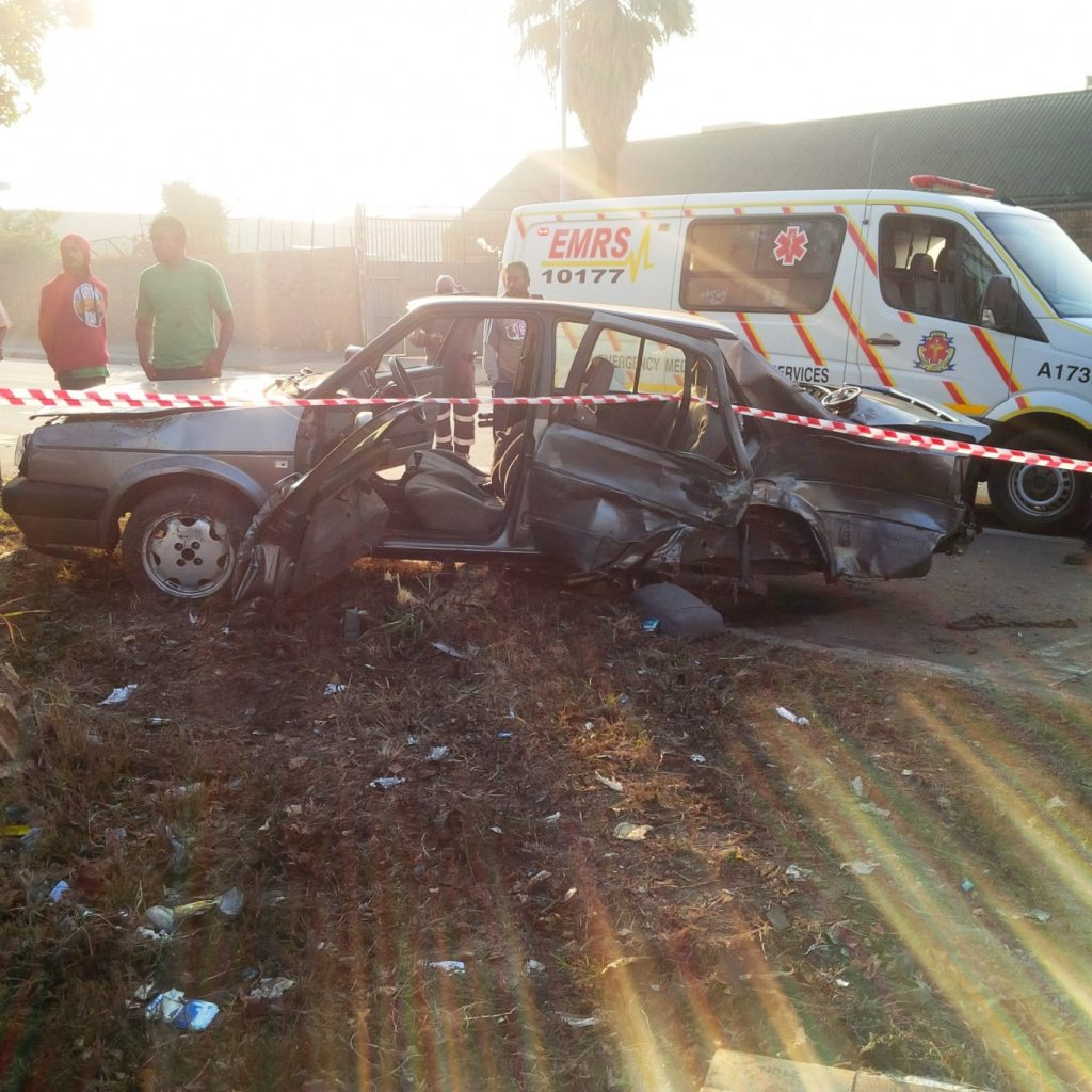 Early morning crash leave 1 dead, 2 injured