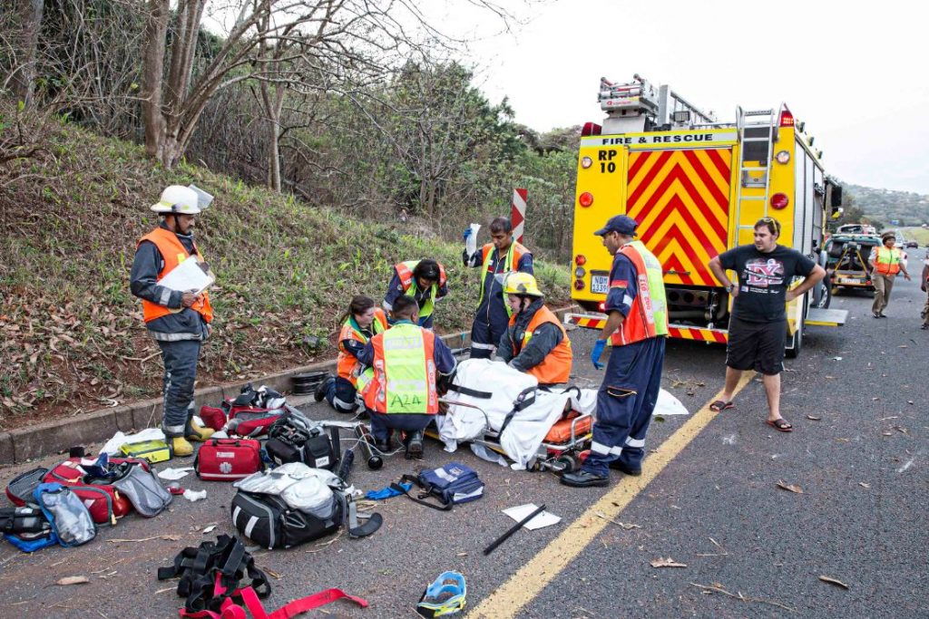 N2 Winklespruit roll-over crash leaves one dead-two critically injured