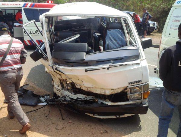 17 injured in taxi crash (2)