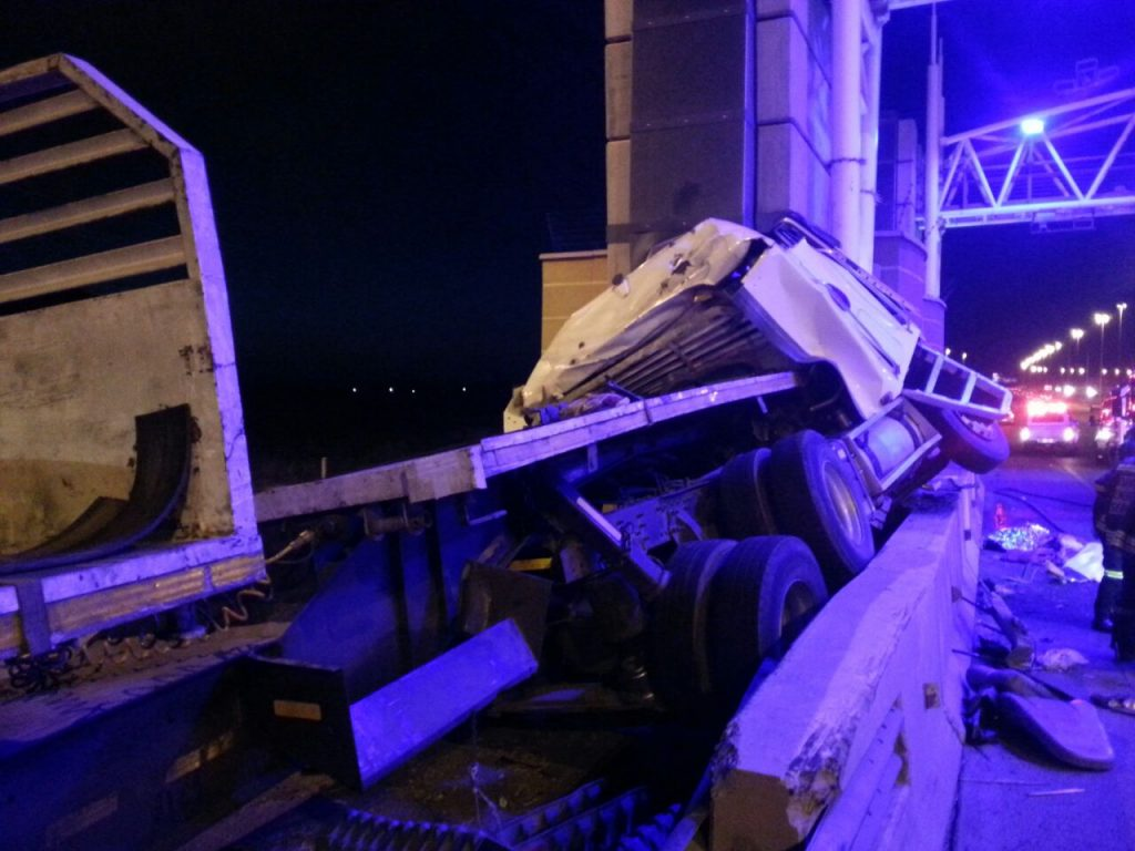 Crash into E-toll bridge pillar in Kempton Park leaves three dead and one critical injured
