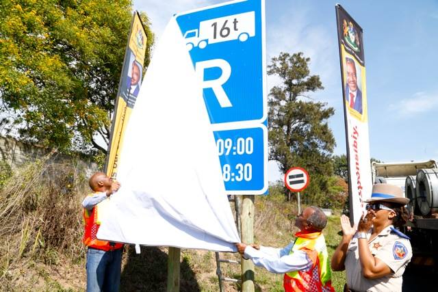 KZN MEC Mchunu unveiled new truck restriction signboards on M13 Fields Hill,Pinetown