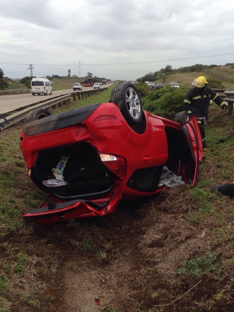 KZN N2 vehicle rollover leaves woman injured