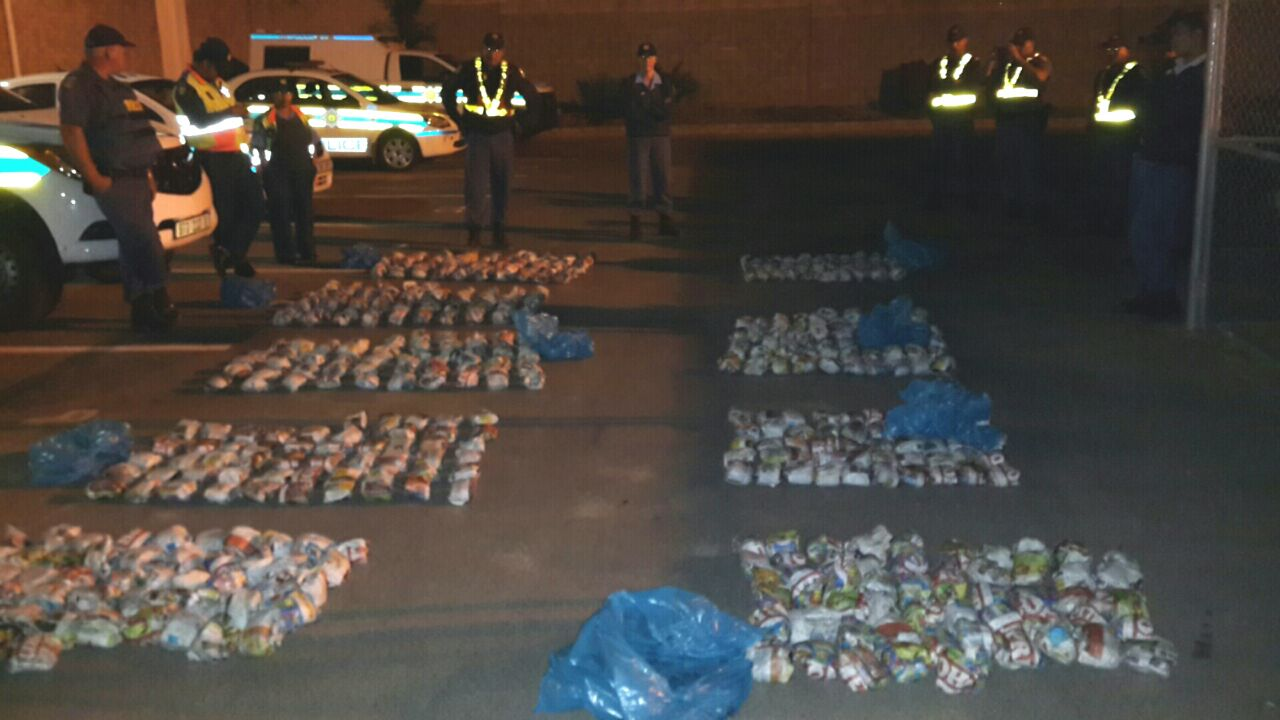 Suspects arrested in possession of large quantities of dagga after police chase