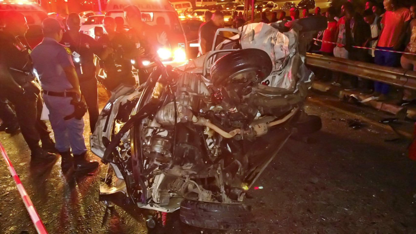 Horror crash on R102 leaves one dead one injured