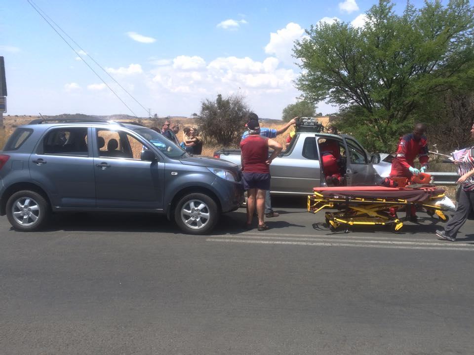 Several injured in road crash on Rayton road in Bloemfontein