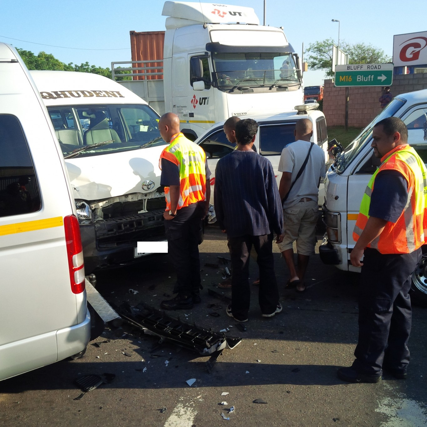 3 Taxis and a car collided Bluff injuring 5 people