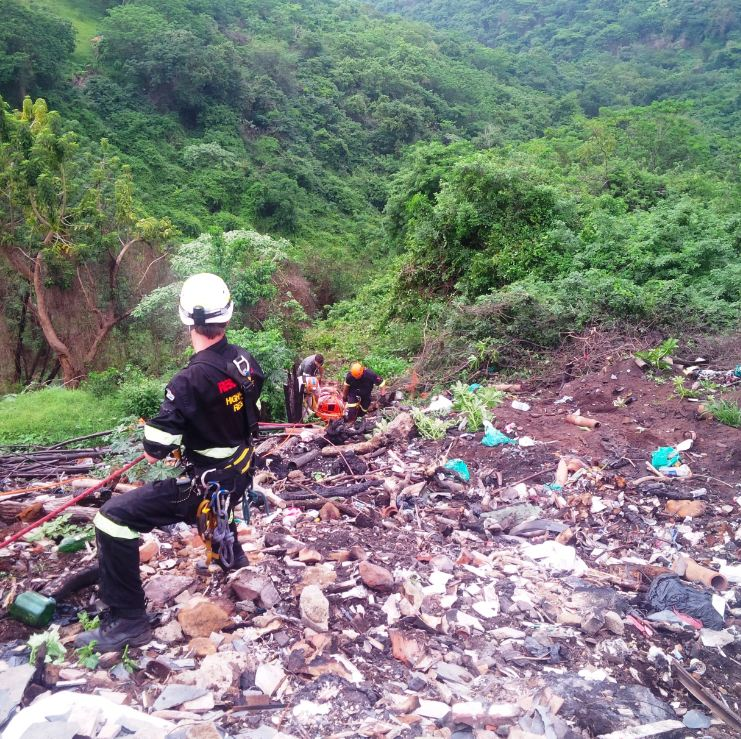 3 Hour rescue after vehicle went down 200metre embankment