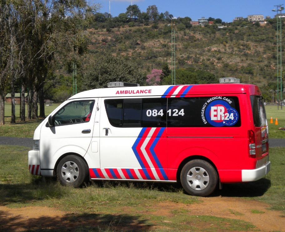 Bakkie overturns, injuring two