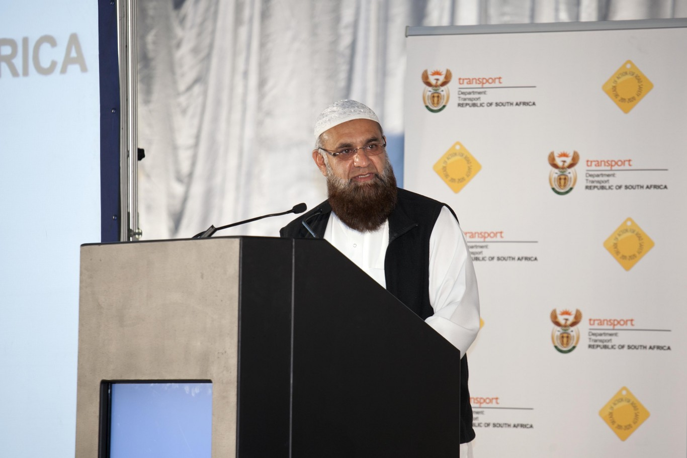 MEC Ismail Vadi on R500 sinkhole repairs