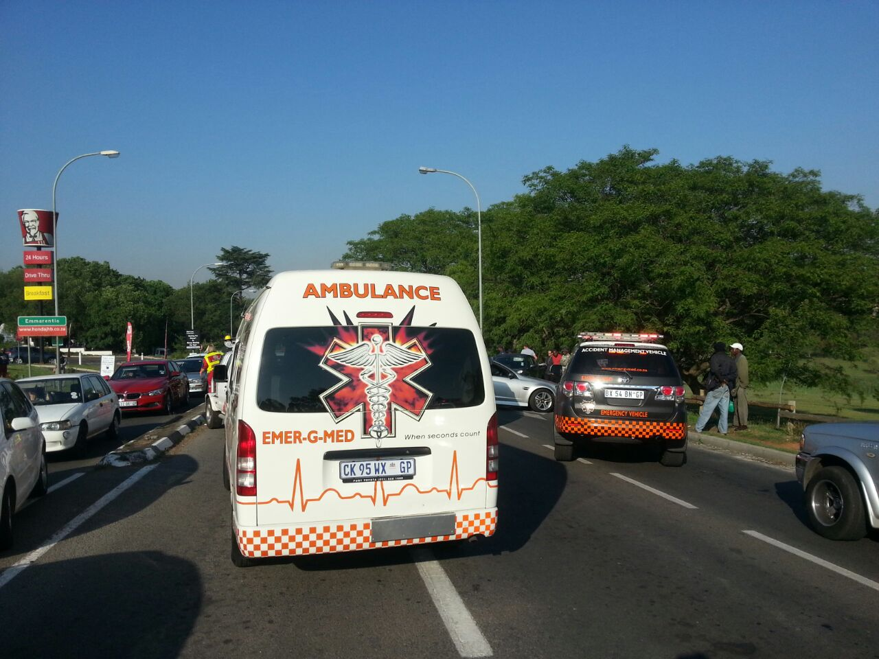 Woman killed and 12 injured in taxi accident (2)