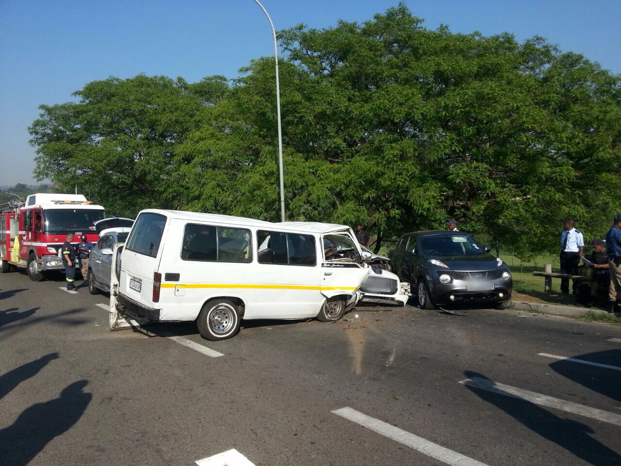 Woman killed and 12 injured in taxi accident (3)